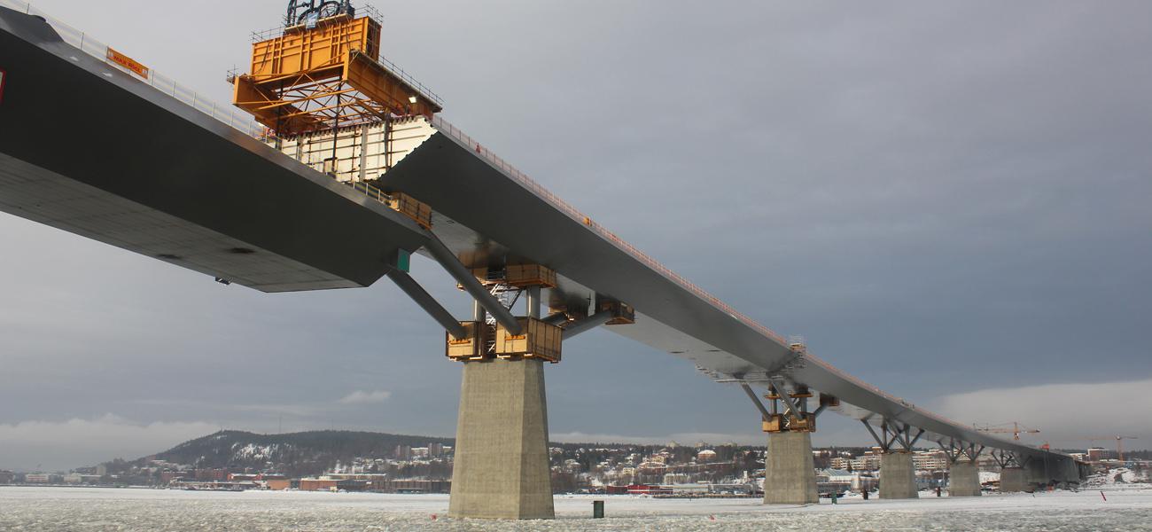 Trafikverket_Sundsvallsbron_sista_brolyftet_140204_1